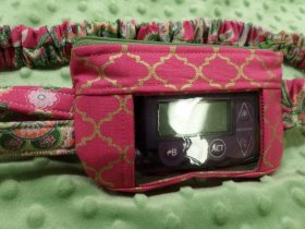 Gold Metallic Quatrefoil on Hot Pink & Damask Insulin Pump Pouch