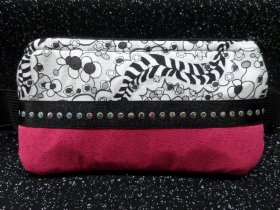 Stylish Insulin Pump Case Licorice in Fizz & Hot Pink Sparkle
