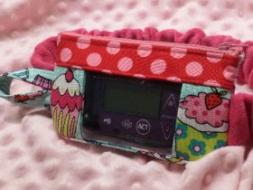 Cupcakes Insulin Pump Pouch in Hot Pink & Teal window optional
